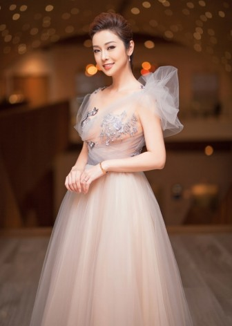 Jennifer Phạm, Nhã Phương mặc đẹp gợi cảm nhất tuần