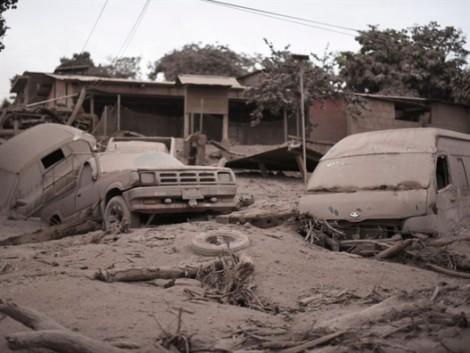 Guatemala: Núi lửa Fuego thức giấc, người dân trắng đêm chạy thoát thân