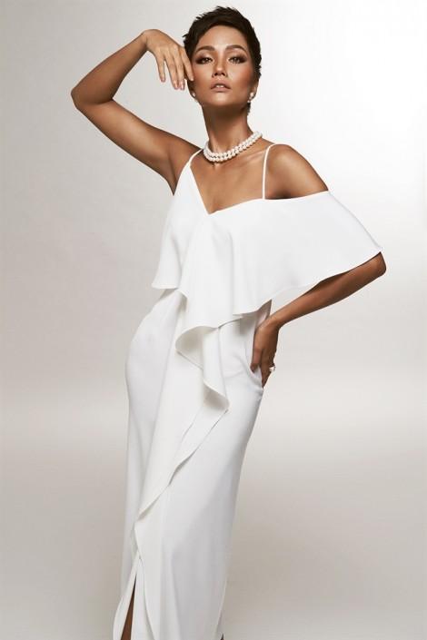 Hoa hậu H'Hen Niê gợi ý 7 mẫu đầm đen, trắng thanh lịch cho quý cô cá tính