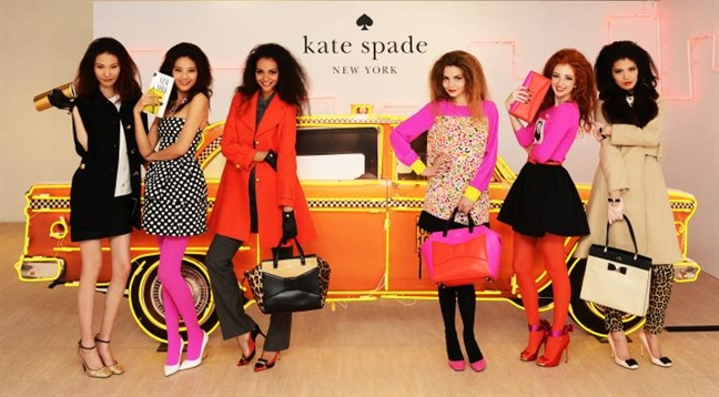 Kate Spade va 'di san' thoi trang de lai cho phu nu tren toan the gioi