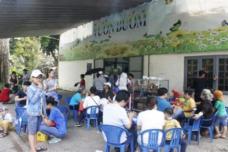 Thảo Cầm Viên Sài Gòn: Quán xá vây bên ngoài, hàng rong ngập bên trong