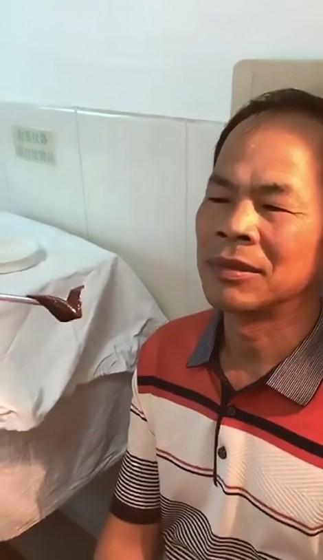 Chảy máu cam, bệnh nhân bất ngờ phát hiện đỉa 'khủng' trong mũi