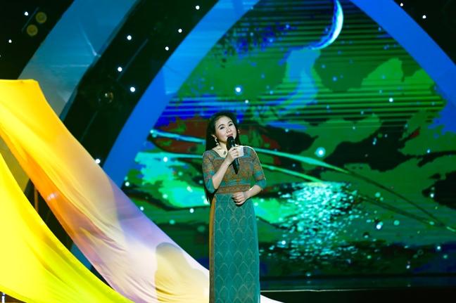 NSUT Thanh Ngan: 'Toi tung hat tan nhac 30 phut truoc moi buoi dien de cho khan gia mua ve xem cai luong'