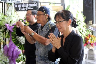 Nhiều nghệ sĩ khóc vĩnh biệt đạo diễn – NSND Huy Thành