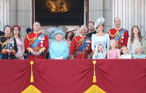Hai nàng dâu Hoàng gia thanh lịch trong lễ diễu hành sinh nhật Nữ hoàng Anh