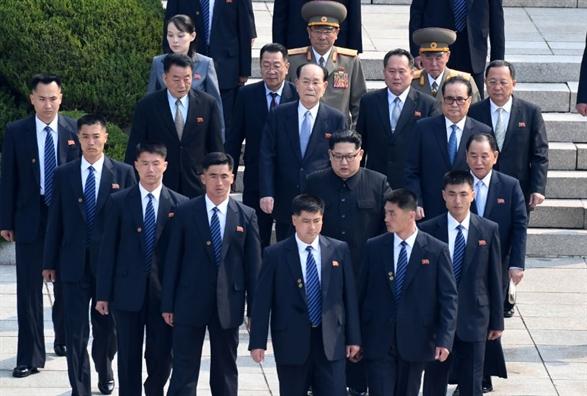 Hang rao an ninh tuyet doi bao ve nha lanh dao Kim Jong Un tai Singapore