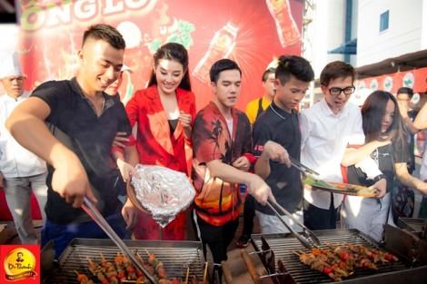 Khán giả Hà Nội đội mưa quẩy tung 'phố hàng nóng' cùng Phi Nhung, Lou Hoàng, Only C