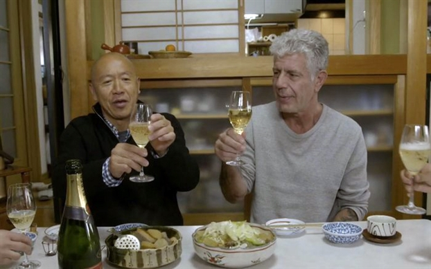 Dau bep sushi huyen thoai rot nuoc mat khi noi ve Bourdain tai danh