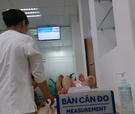 Lần đầu tiên Bộ Y tế cho nhập vắc xin 6 trong 1 Hexaxim về Việt Nam