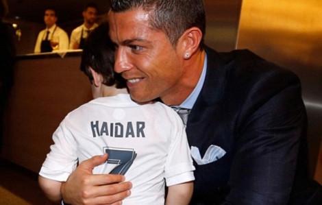 Cristiano Ronaldo và khoảnh khắc 'đánh cắp trái tim'
