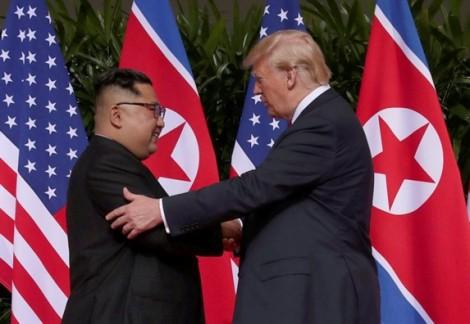 Thái độ trái ngược của Tổng thống Trump lọt vào ảnh ấn tượng nhất tuần