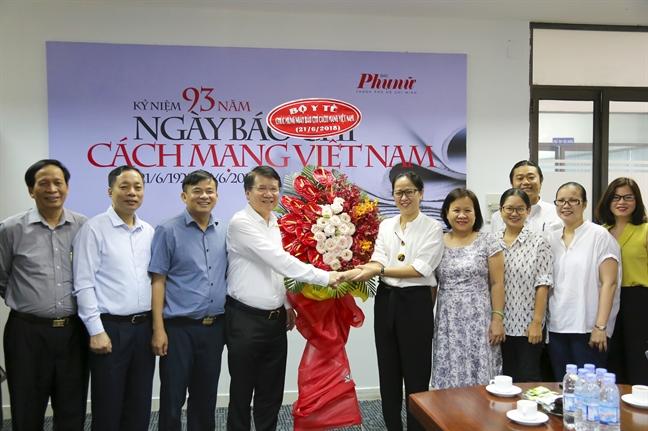 Thu truong Bo Y te chuc mung bao Phu Nu nhan ngay Bao chi Cach mang Viet Nam