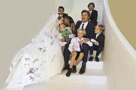 Sau thoả thuận với Angelina Jolie, Brad Pitt hạnh phúc bên con