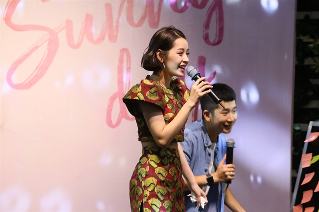Hat live gay tranh cai, Chi Pu van duoc chon trinh dien tai Hoa hau Viet Nam 2018