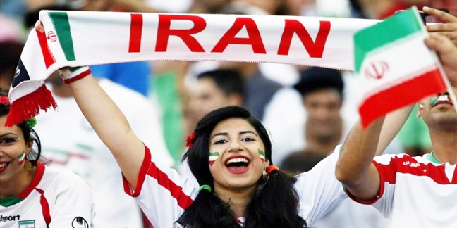 10.000 nu co dong vien Iran bay sang Nga ho het thoa thich co vu doi nha