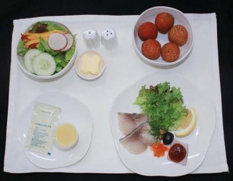 Nhìn từ trái vải trong bữa ăn trên máy bay của Vietnam Airlines