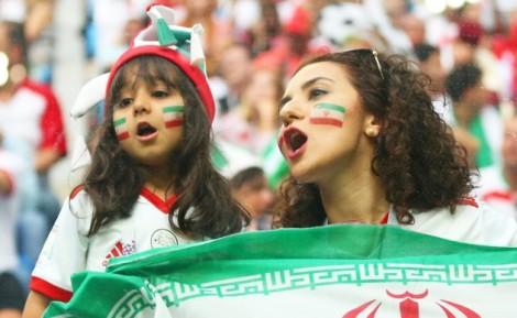 10.000 nữ cổ động viên Iran bay sang Nga hò hét thỏa thích cổ vũ đội nhà