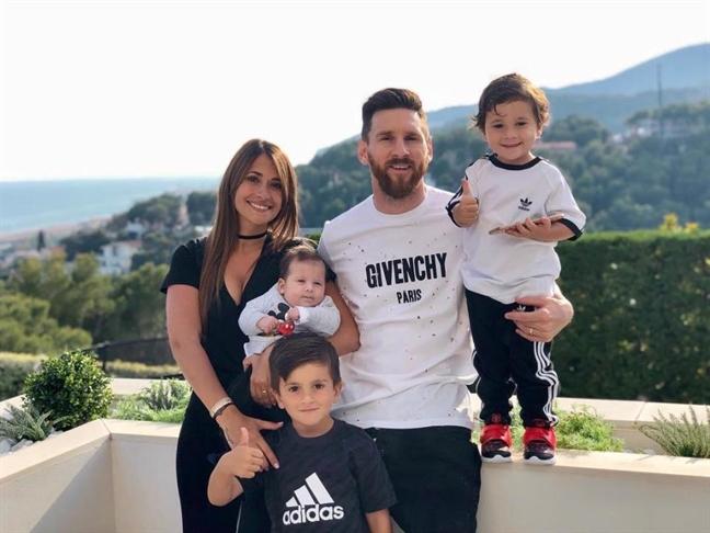Khi ca the gioi quay lung, Messi van con vo va me