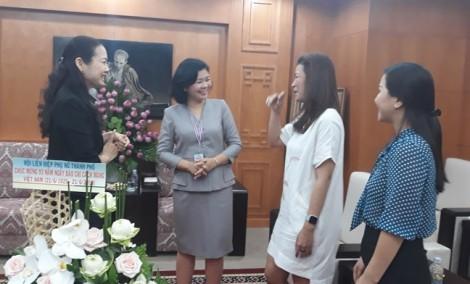 Hội LHPN TP.HCM thăm và chúc mừng các cơ quan báo chí