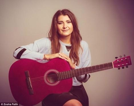 Nữ ca sĩ 24 tuổi đột quỵ trên sân khấu vì 'não tràn ra khỏi hộp sọ'