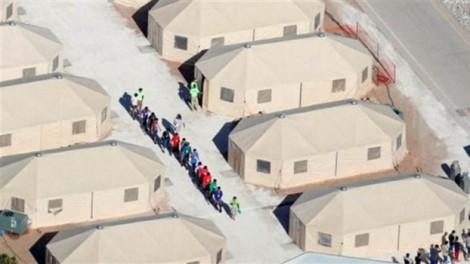 Tổng thống Mỹ bất ngờ đòi 'trục xuất ngay' người nhập cư