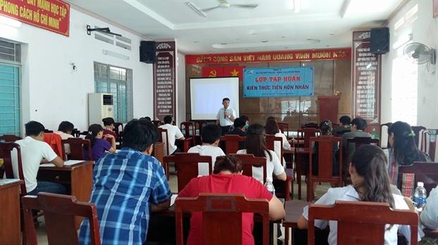 Q.12: 46 cap doi duoc chung nhan hoan tat khoa hoc Tien Hon nhan