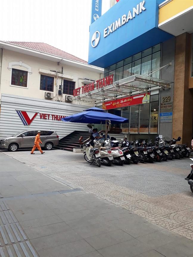 Eximbank tam ung hon 32 ty dong cho khach bi mat tien o Nghe An