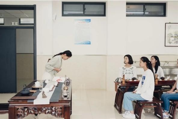 Su hoan hao, hay ap luc phong kien quay lai de nang len vai phu nu Trung Quoc