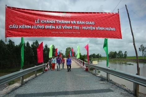 Nhịp cầu nối những niềm vui cho người dân xã Vĩnh Tri, Long An