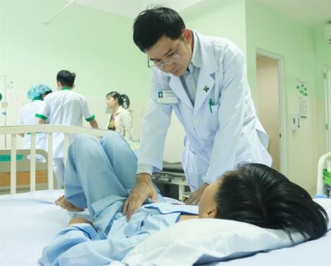 Truyền máu hoàn hồi cứu bé trai té cây nhãn vỡ lách
