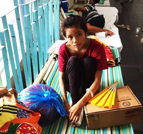 Con gái bị rắn cắn hoại tử chân vì mẹ nhờ 3 thầy lang chữa trị