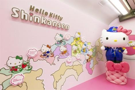 Chuyến tàu Hello Kitty và câu chuyện xiển dương văn hóa