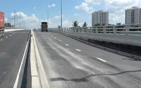 Tiến sĩ Phạm Sanh: 'Cầu vượt mới thông xe đã sụt lún là có dấu hiệu tham nhũng'