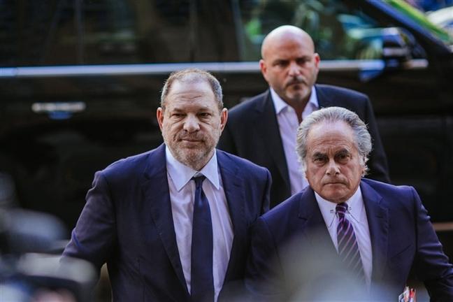 Ong trum Harvey Weinstein lai doi mat voi cac cao buoc tu nan nhan moi