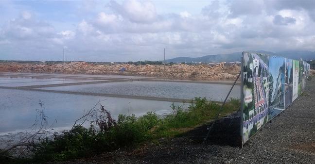 Huyen Long Dien, tinh Ba Ria - Vung Tau: Tran lan du an ban 'lui' tren dat ruong muoi