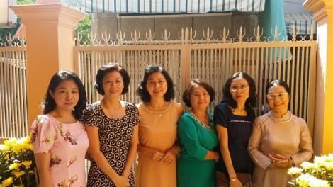Nhà có sáu nàng dâu