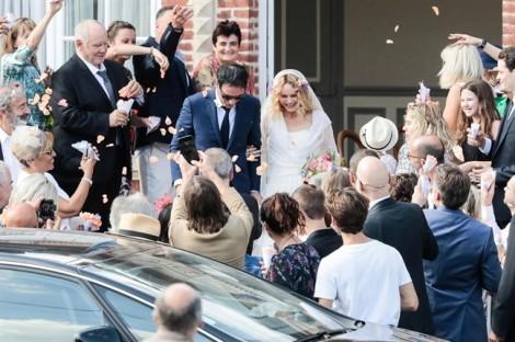 Con trai Johnny Depp hồi phục 'thần kỳ' dự lễ cưới của mẹ