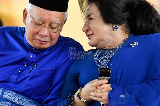 Cu nga ngua khien cuu Thu tuong Malaysia roi xuong vuc sau