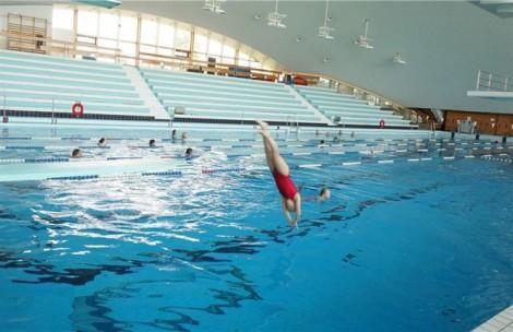 Đi bơi, cẩn thận đau mắt do vi khuẩn đường sinh dục