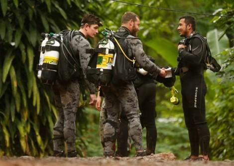 Thái Lan tìm cách giải cứu 'an toàn 100%' đội bóng mắc kẹt trong hang