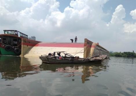 Tàu biển va chạm với sà lan trên sông Sài Gòn, 2 người mất tích