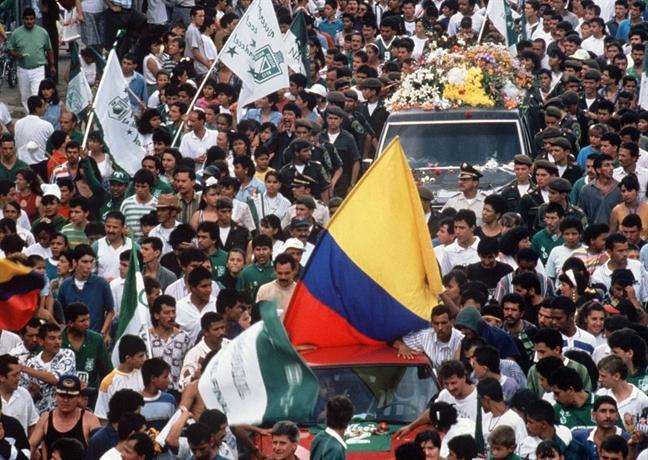 Tinh mang cau thu Colombia bi de doa sau tran thua cay dang