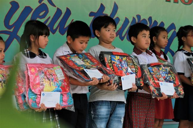 280 trieu dong duoc trao trong Ngay hoi 'Thuong nhan thanh pho chia se yeu thuong'