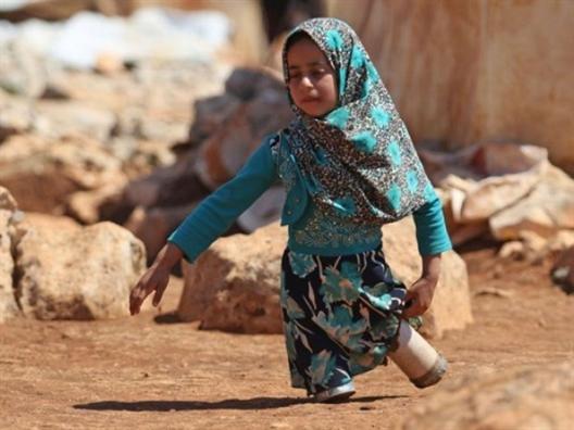 Cau chuyen co hau cho co be Syria dung vo do hop lam chan