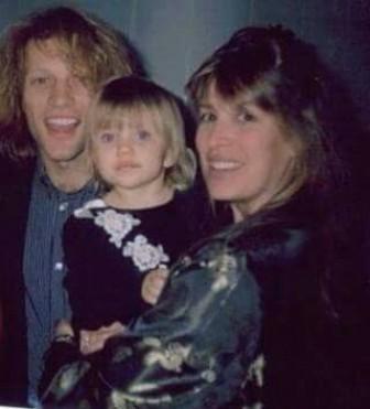 Ngôi sao nhạc rock Jon Bon Jovi 'chết lặng' khi biết con gái nghiện ma túy