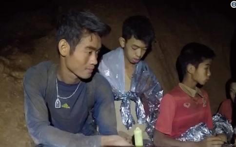 Tia sang cuoi duong ham Thai Lan:1/3 doi bong da duoc giai cuu