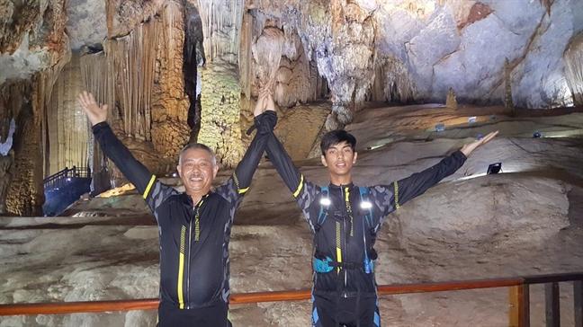 GS Truong Nguyen Thanh tung nho giao vien... 'di' con