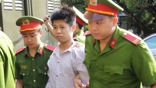 Nam thanh nien doat mang 5 nguoi o Sai Gon than nhien 'tao dang' o toa