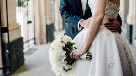 Bức ảnh cưới giả tạo của người thứ ba