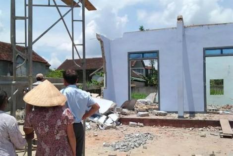 Hai người bị tường đè chết lúc phá nhà